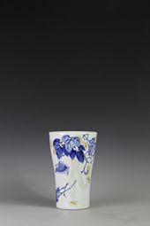 【傅�胧ぷ髌贰壳嗷ㄉ�釉刻花硕果瓶